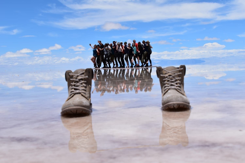 Bolivia shoe illusion